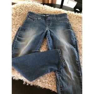 Signature Levi's Pull On Skinny Jeans